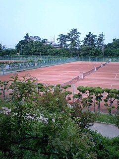 死闘を展開したテニスコート