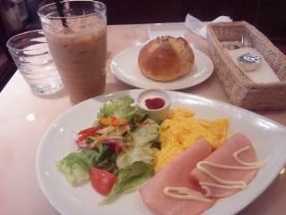 休日の朝、ルフランで朝食